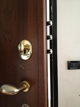 Apertura e sostituzione serrature brescia fabbro e - Limitatore apertura porta blindata ...